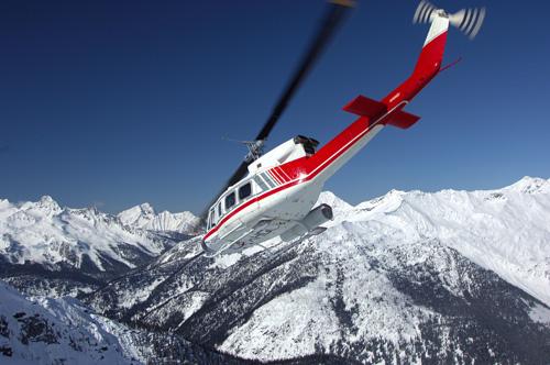 Вертолет на пике Эвереста
