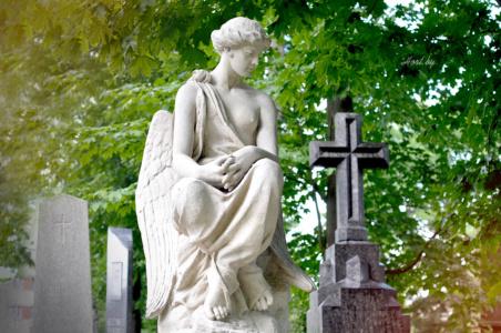 Ангел с крестом. Лычаковское кладбище. Львов.