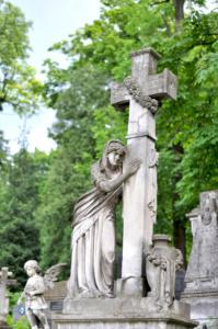 Скорбь с крестом. Лычаковское кладбище. Львов.