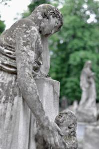 Мать и дитя. Лычаковское кладбище. Львов.