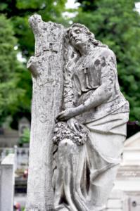 Женщина с обрубленным древом. Лычаковское кладбище. Львов.