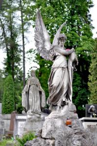 Скульптуры. Лычаковское кладбище. Львов.
